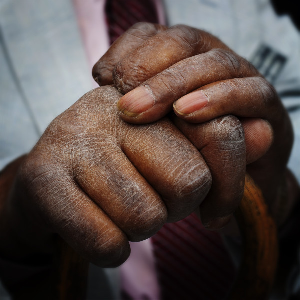 Daddy-hands-001-square-blur-sm